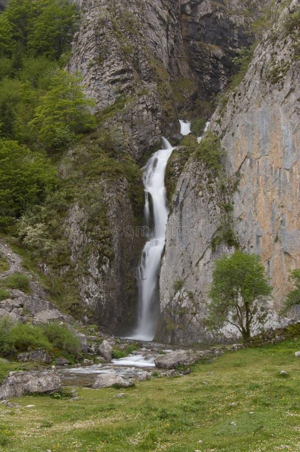 Waterval in de Franse Pyreneeën stock afbeeldingen