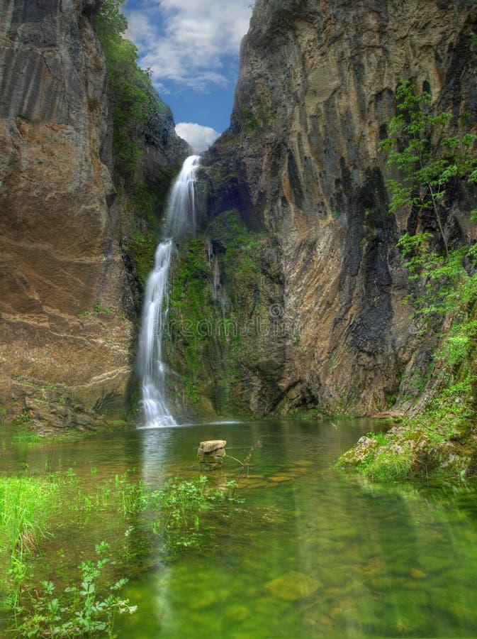 Waterval dichtbij Bukorovtsi-dorp, Bulgarije royalty-vrije stock foto