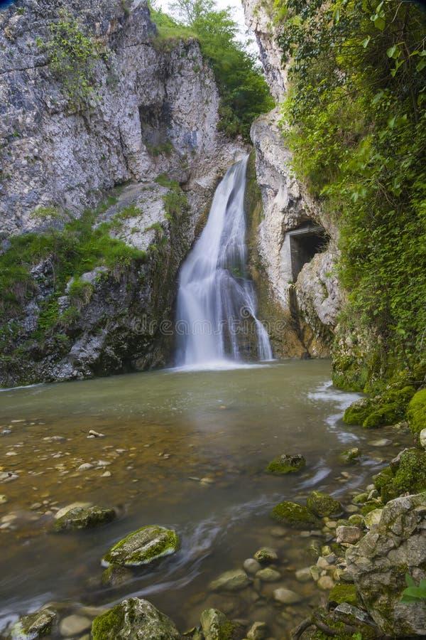 waterval dichtbij Nieuwe Athos royalty-vrije stock fotografie