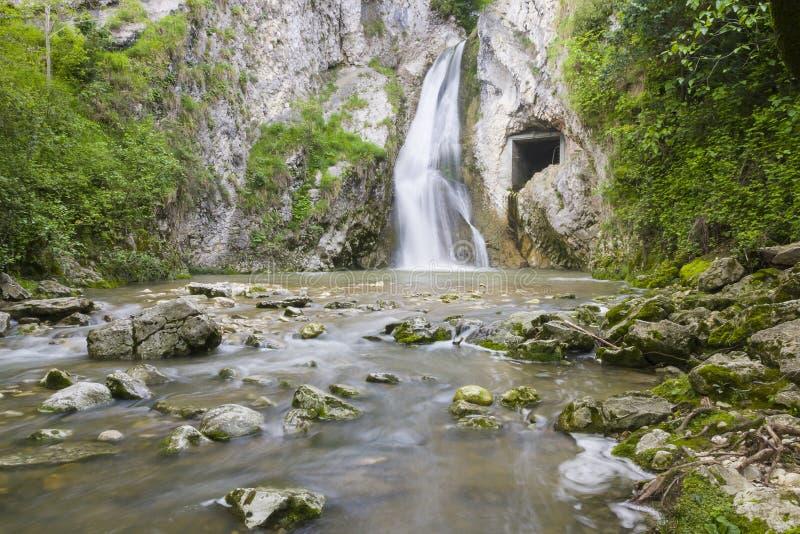 waterval dichtbij Nieuwe Athos royalty-vrije stock foto's