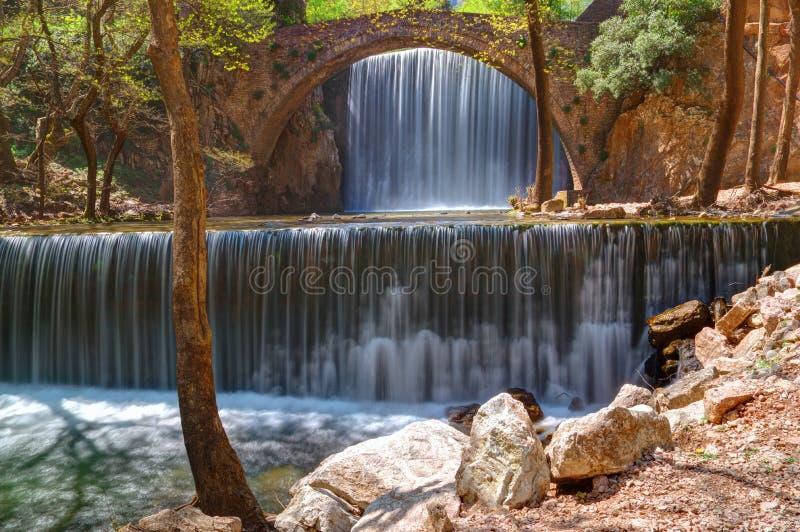 Waterval dichtbij Trikala, Griekenland - de lentebeeld royalty-vrije stock foto's