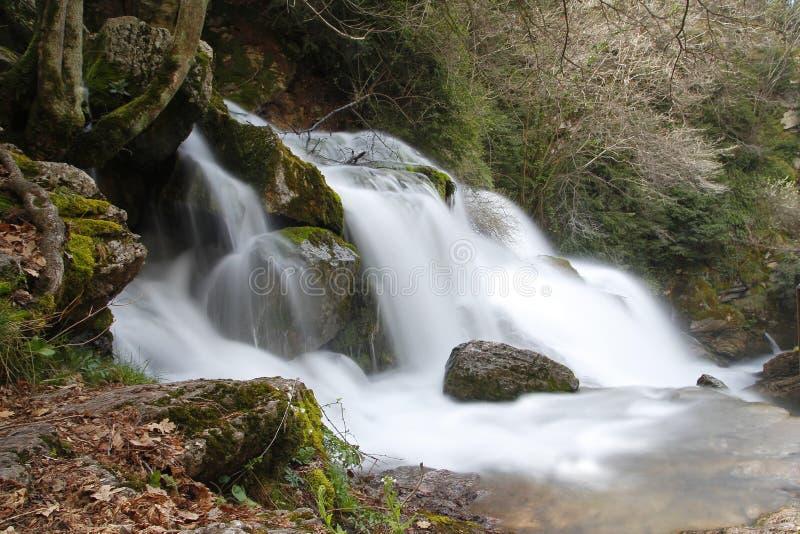 Waterval in een rivier royalty-vrije stock afbeelding