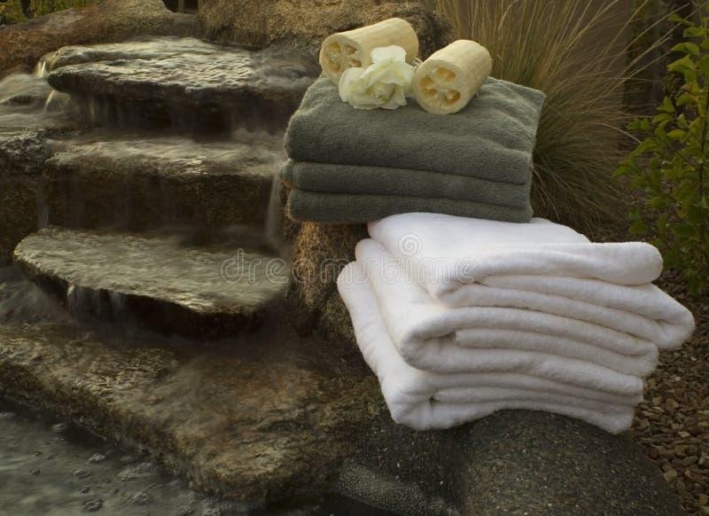 Waterval en handdoeken 5 royalty-vrije stock afbeeldingen