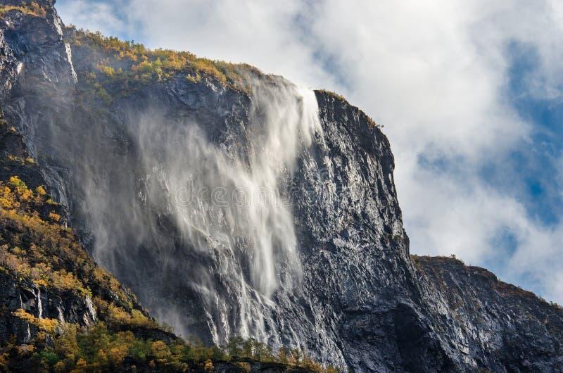 Waterval in Gudvangen, Noorwegen royalty-vrije stock fotografie
