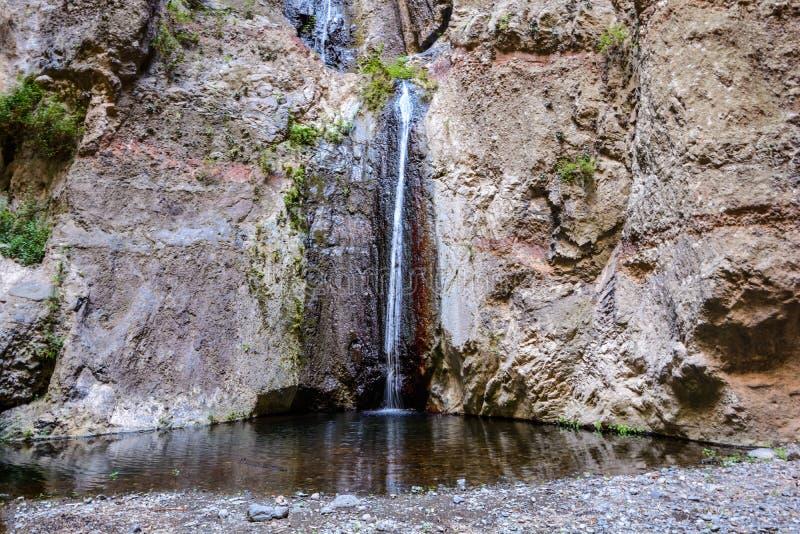 Waterval in het eind van Barranco del Infierno wandelingssleep stock afbeelding
