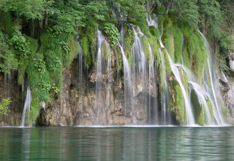 Waterval in meer Plitvice stock fotografie