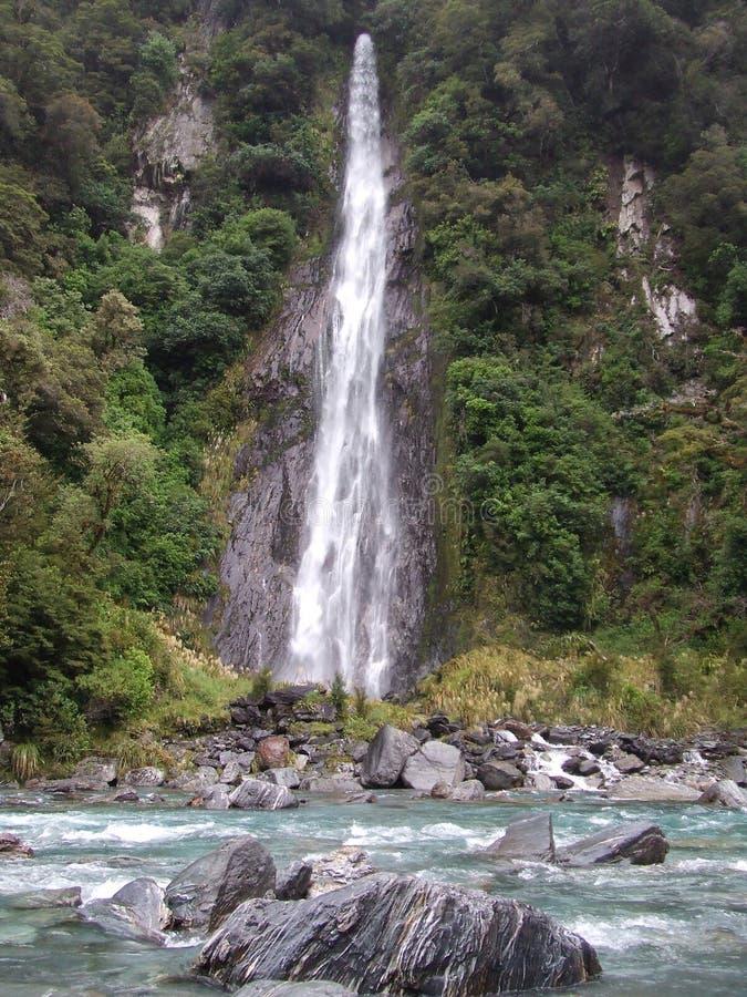 Waterval in Nieuw Zeeland Inheems Bush op de Westkust royalty-vrije stock foto's