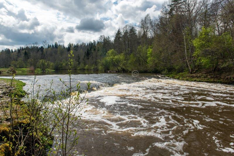 Download Waterval op de rivier stock afbeelding. Afbeelding bestaande uit voorraad - 54077495