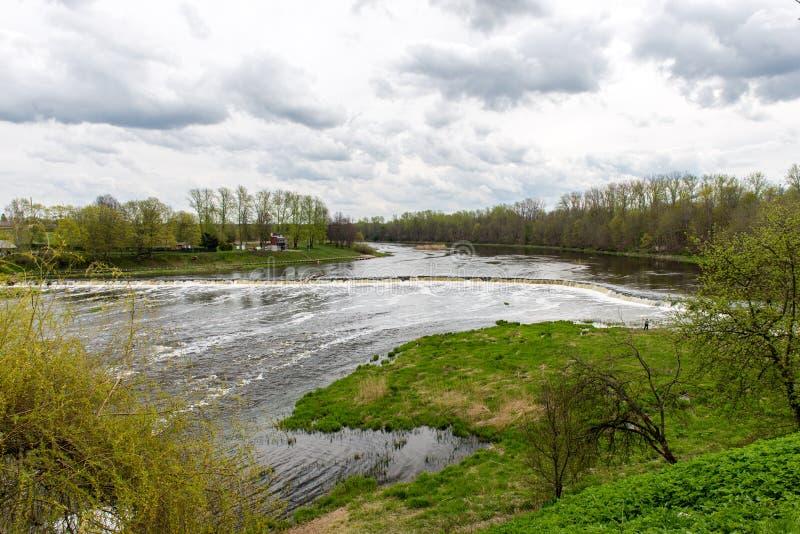 Download Waterval op de rivier stock afbeelding. Afbeelding bestaande uit rivier - 54077811