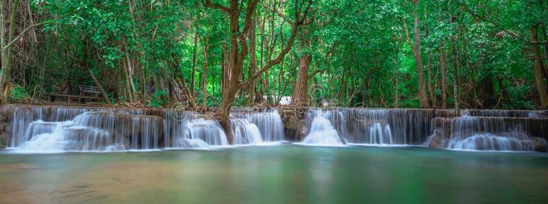 Waterval panoramisch landschap in Thailand stock afbeelding