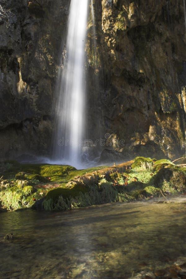 Waterval in platteland stock fotografie