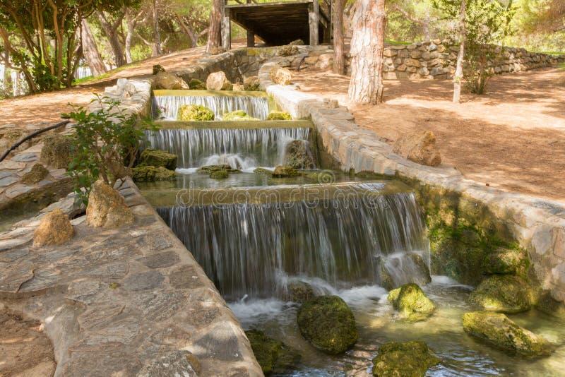 Waterval in Reina Sofia Park Guardamar del Segura Costa Blanca Spain stock foto