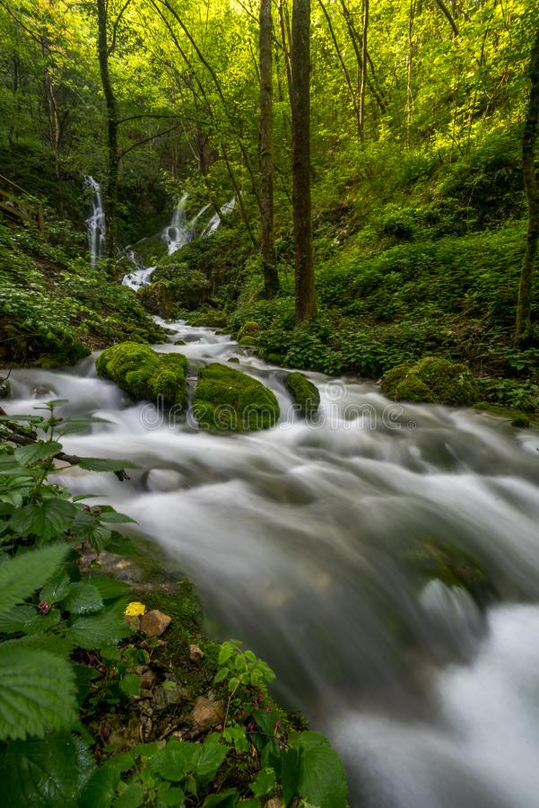 Waterval Sušec en de Stroom royalty-vrije stock fotografie