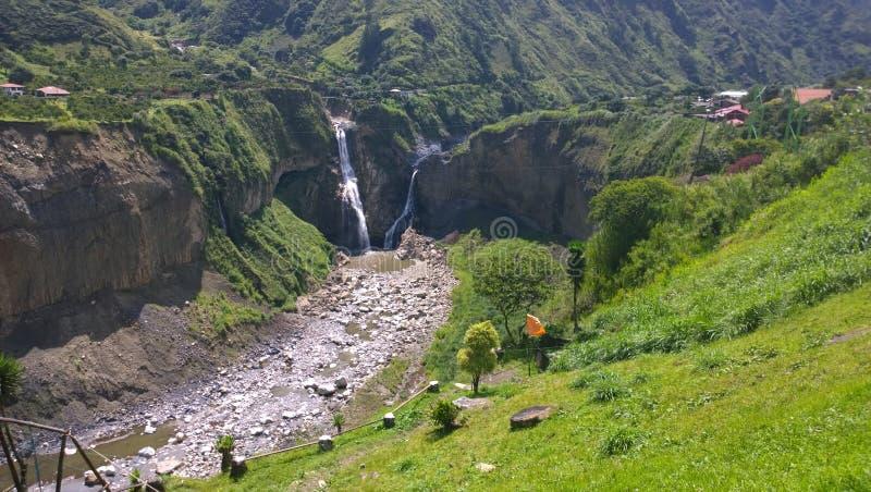WATERVAL VAN ECUADOR AGOYAN stock foto's