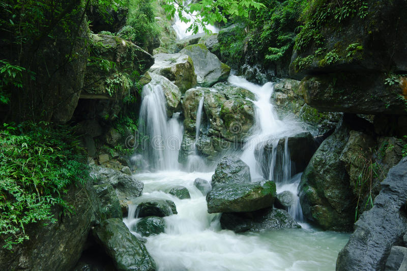 Waterval in Wulong ç€ ` 布 æµ  æ° åœ°ç ¼  æ¦éš † stock afbeelding