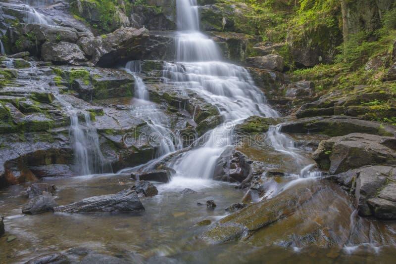 Waterval in zwart-wit royalty-vrije stock foto