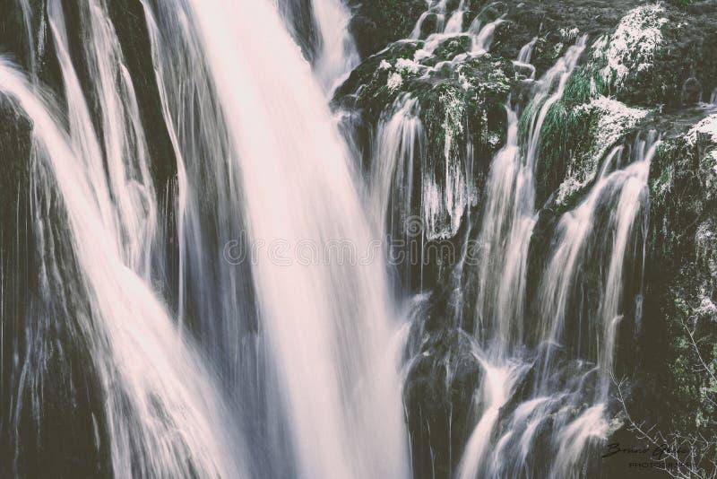 Watervalachtergrond royalty-vrije stock afbeeldingen