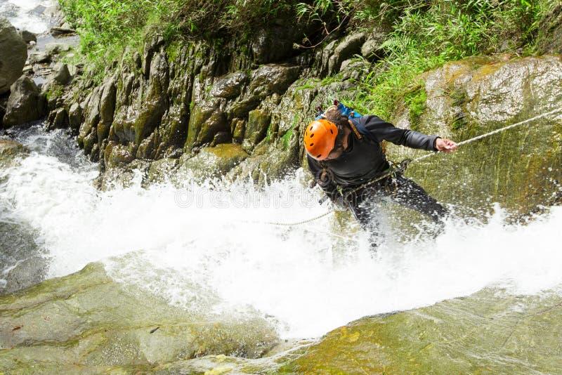 Watervalafdaling stock fotografie
