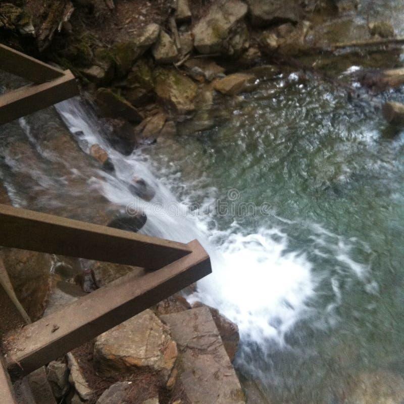Watervalbrug stock afbeelding