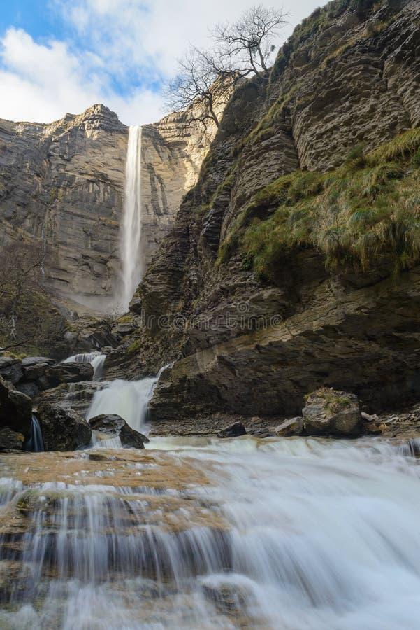 Watervallen bij Nervion-rivier, Delika-Canion, Baskisch Land, Spanje stock afbeeldingen