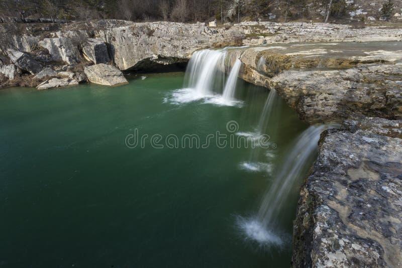 Watervallen dichtbij Pazin, Kroatië stock afbeelding