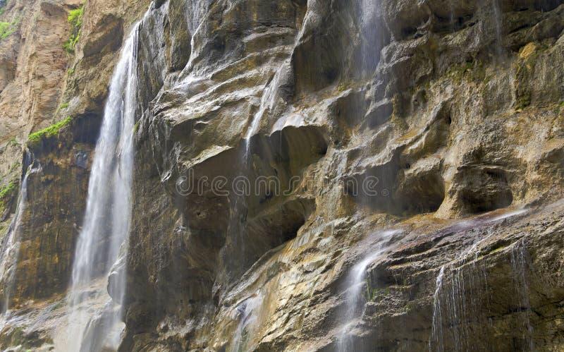 Watervallen in Kabardino-Balkarië op de bergrivier Chegem royalty-vrije stock afbeeldingen