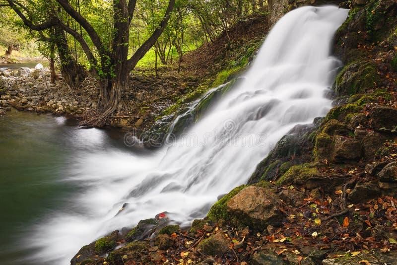 Watervallen op Gradac-rivier stock afbeelding