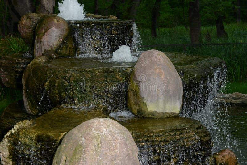 Watervallensteen royalty-vrije stock foto's