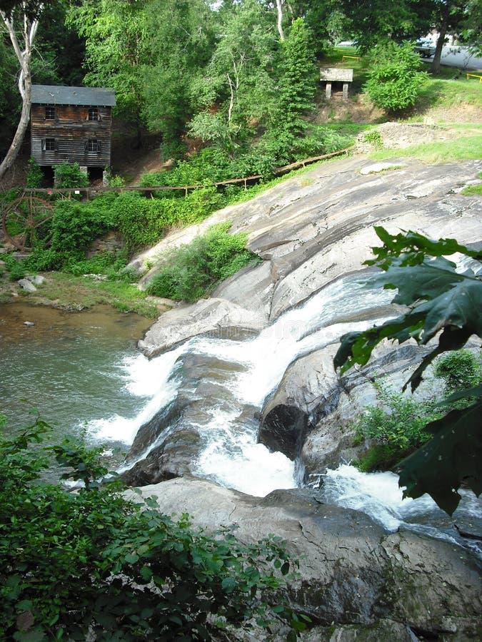 Watervalpark in Noord-Carolina stock foto