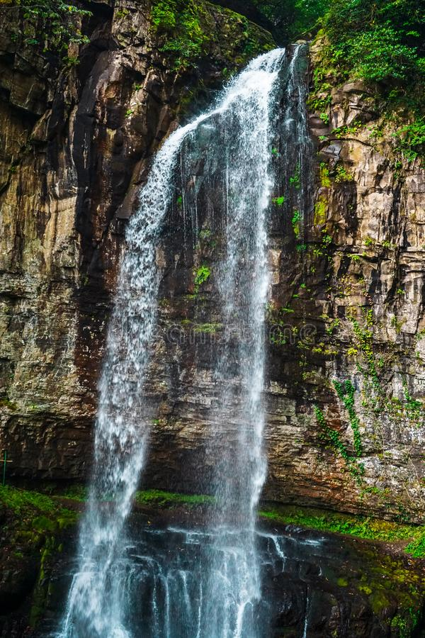 Watervalreus Oostelijk Abchazië Dichtbij de stad van Tkvarcheli Akarmaradistrict royalty-vrije stock afbeeldingen
