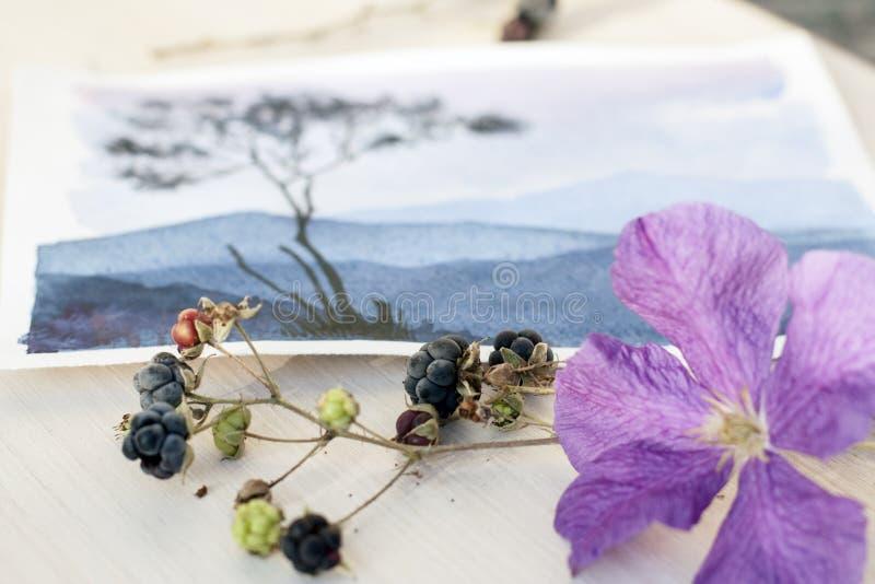 Waterverfschets die het berglandschap afschilderen stock foto's