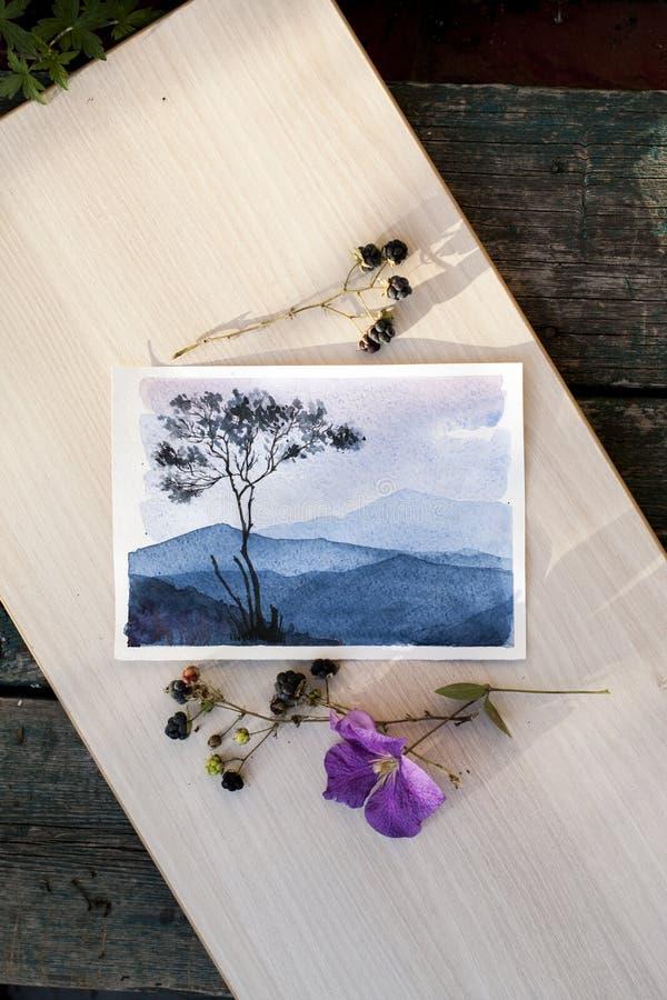 Waterverfschets die het berglandschap afschilderen royalty-vrije stock foto's