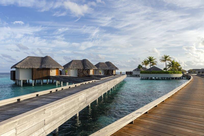 Watervilla's op het tropische eiland royalty-vrije stock fotografie