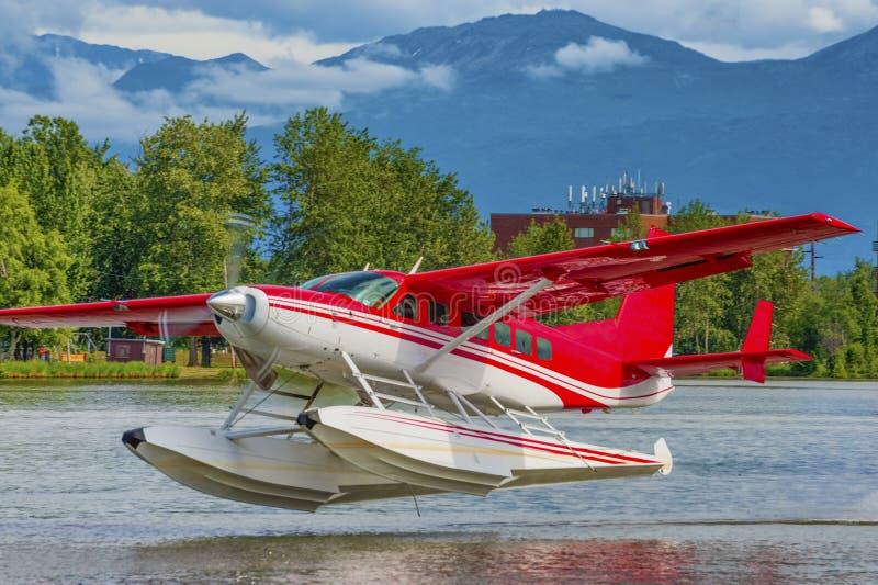 Watervliegtuig die bij Meerkap opstijgen stock foto