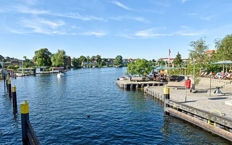 Waterweg in de stad Malchow in de staat Mecklenburg-Vorpommern in Duitsland royalty-vrije stock afbeelding