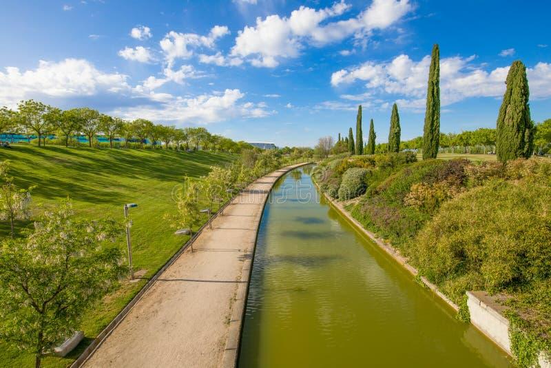 Waterweg in Juan Carlos Park van de stad van Madrid royalty-vrije stock fotografie