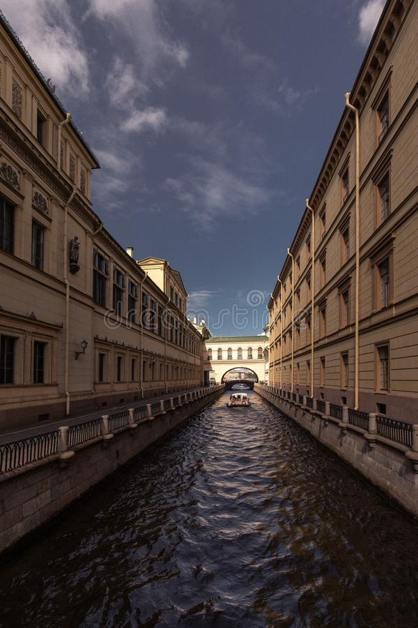 Waterweg in St. Petersburg Rusland royalty-vrije stock foto's