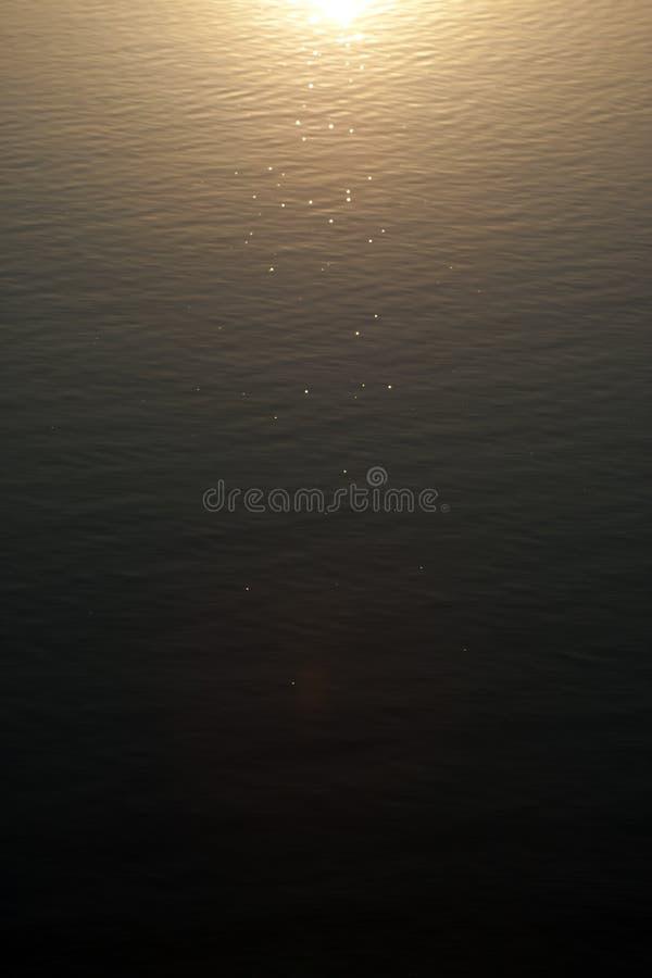 Download Waterzon stock foto. Afbeelding bestaande uit golven - 39107758