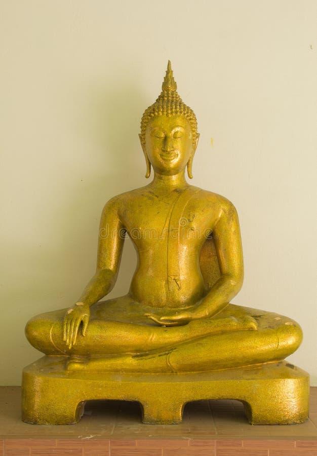 watkhaoruak的Phichit,泰国发光的金黄菩萨 免版税库存图片