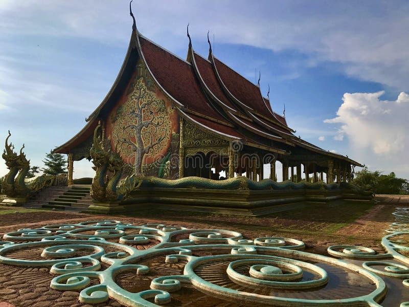 Watsirindhornwararam Ubon Ratchathani: Setembro de 2017 - o templo do templo pequeno fotos de stock