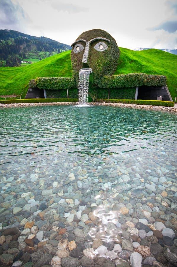 4 WATTENS/AUSTRIA-mei, 2015: De ingang van Swarovski Crystal Worlds gerechtigde ` Reuze` in Wattens Het is een museum, inbouwend royalty-vrije stock afbeeldingen