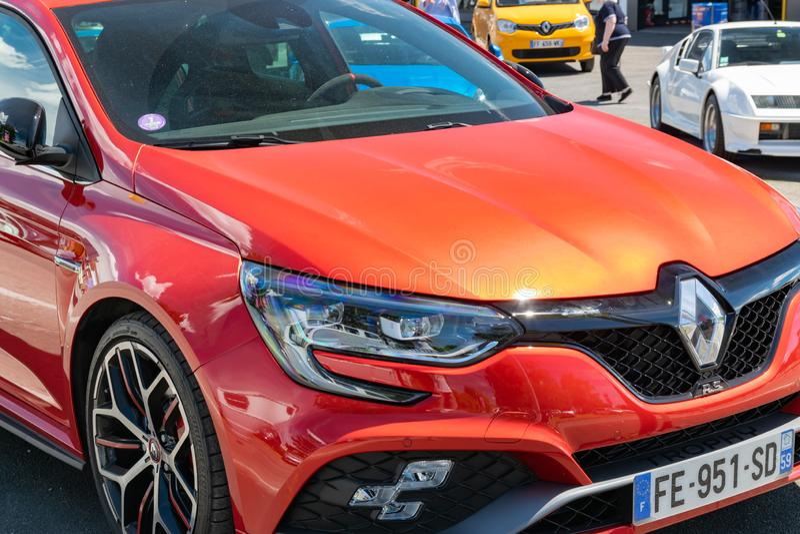 Wattrelos, 02,2019 Γαλλία-Ιουνίου: η κόκκινη Renault Megane IV RS, μπροστινή άποψη στοκ εικόνες