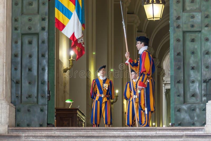 Watykański pontyfikalny szwajcarski strażnik zdjęcia royalty free