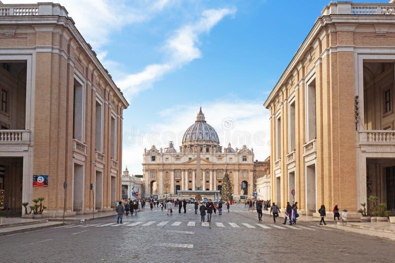 Watykan - Styczeń 10, 2019: Architektura St Peter kwadrat i bazylika w watykanie zdjęcie stock