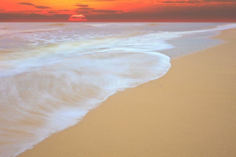 wave för sun för show för hav för strandrörelsestigning fotografering för bildbyråer