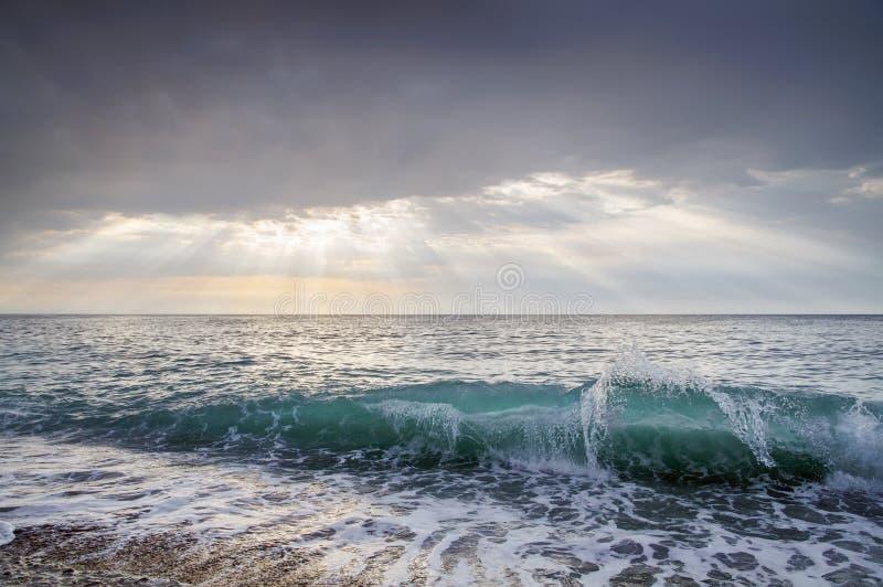 wave för tungt hav för kraschar Landskap fotografering för bildbyråer