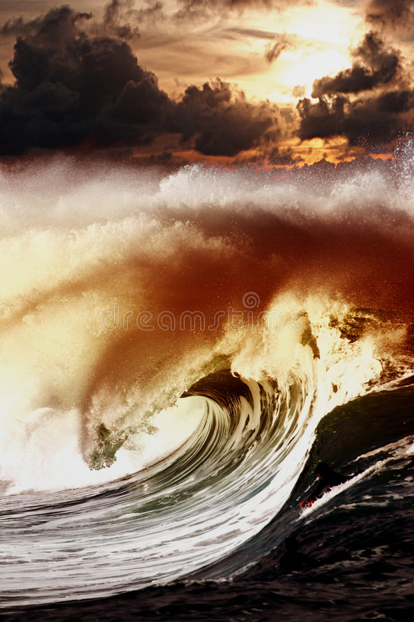 Free Wave Of Darkness Royalty Free Stock Images - 4058539