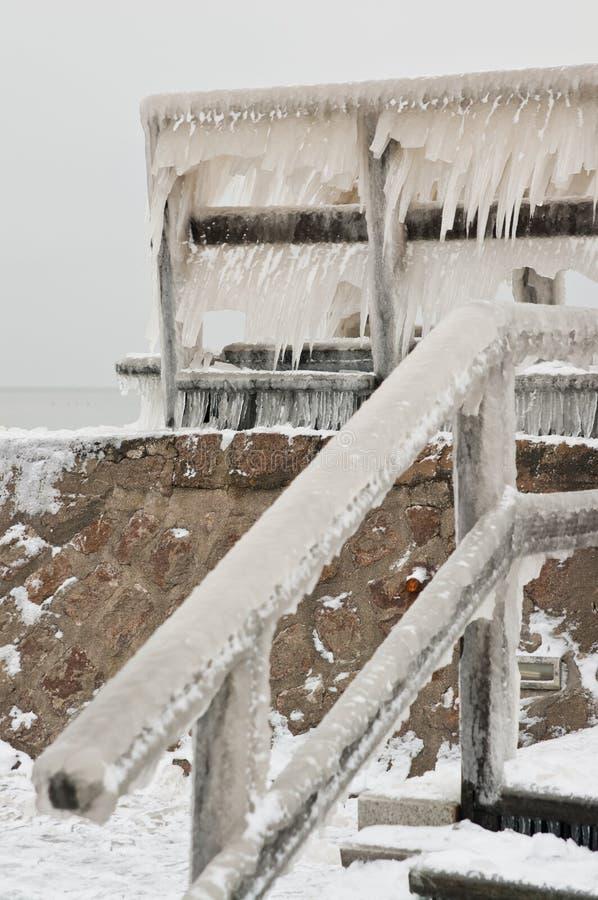 Wavebreaker helado en Darlowo Polonia imagen de archivo