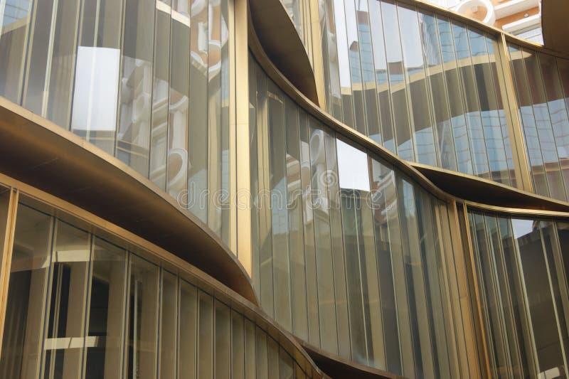 Wavelike стеклянная стена стоковые изображения
