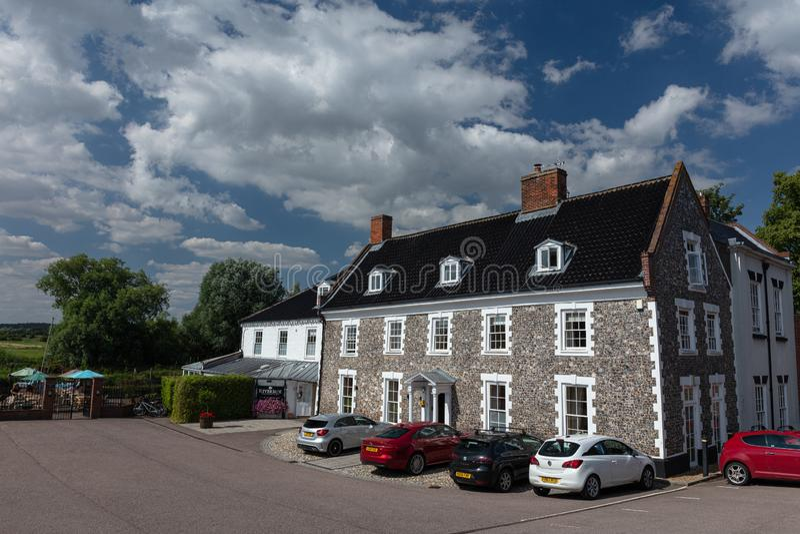 Waveney House Hotel som placeras på bankerna av floden Waveney i Beccles, Suffolk, England royaltyfri bild